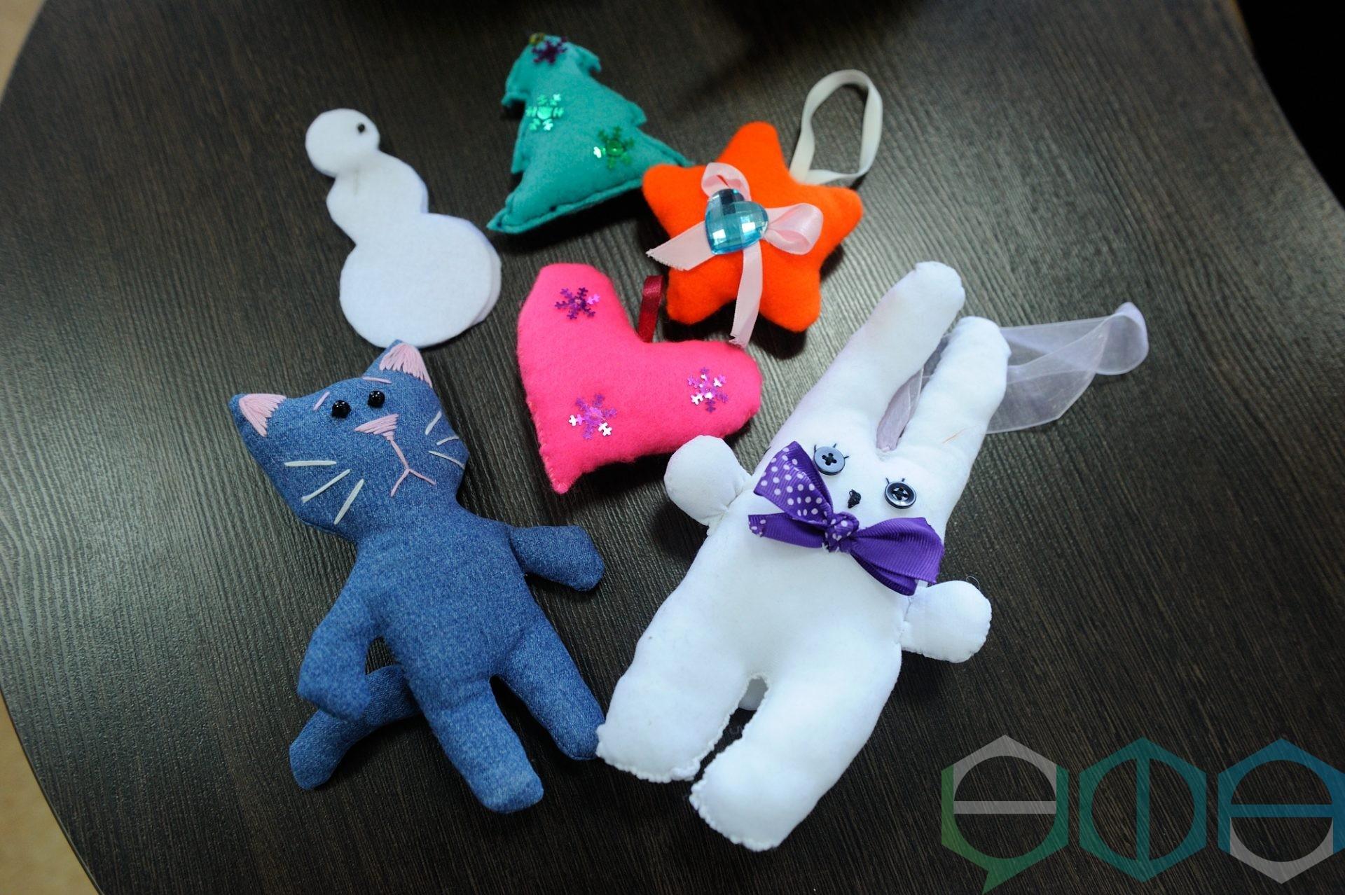 Волонтеры из отряда «Доброе сердце» БГАУ шьют игрушки для ребят с ограниченными возможностями здоровья