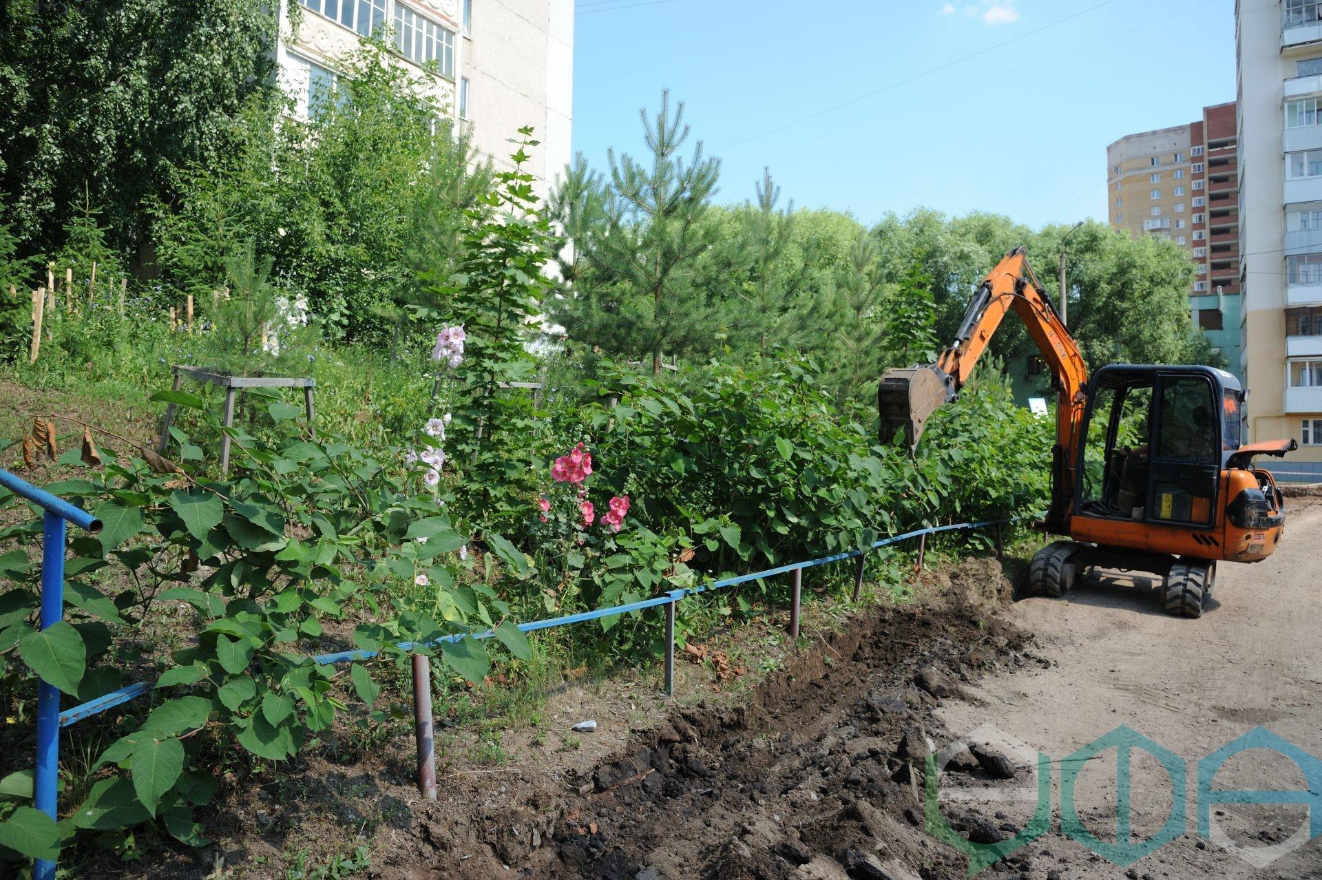 Салават Хусаинов проинспектировал ход ремонта дворов и благоустройства парка «Южного»