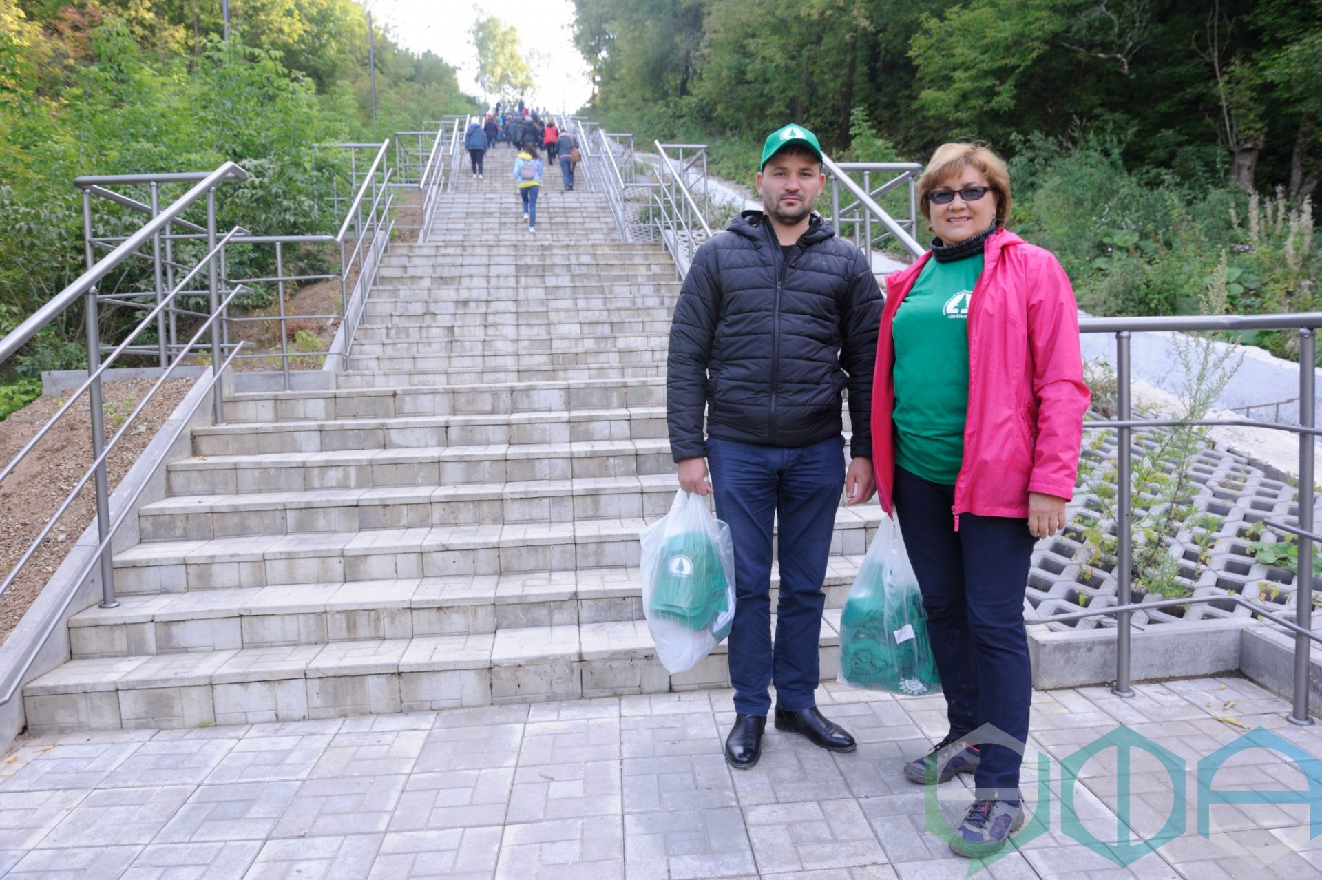 В Уфе очистили Дежневскую лестницу рядом с парком Победы