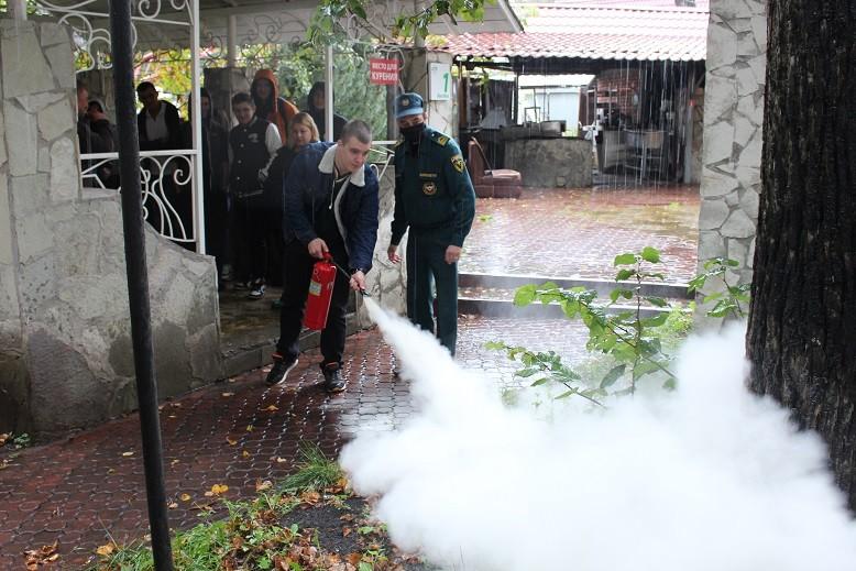 Столичные пожарные проверяют безопасность объектов общественного питания