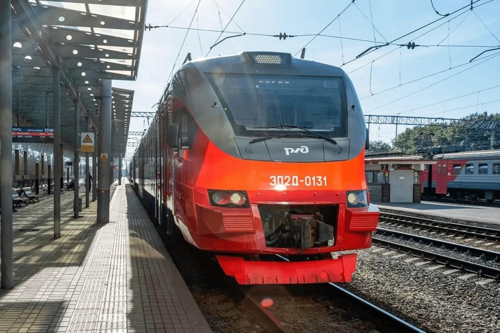 Новый электропоезд начал курсировать на пригородных маршрутах