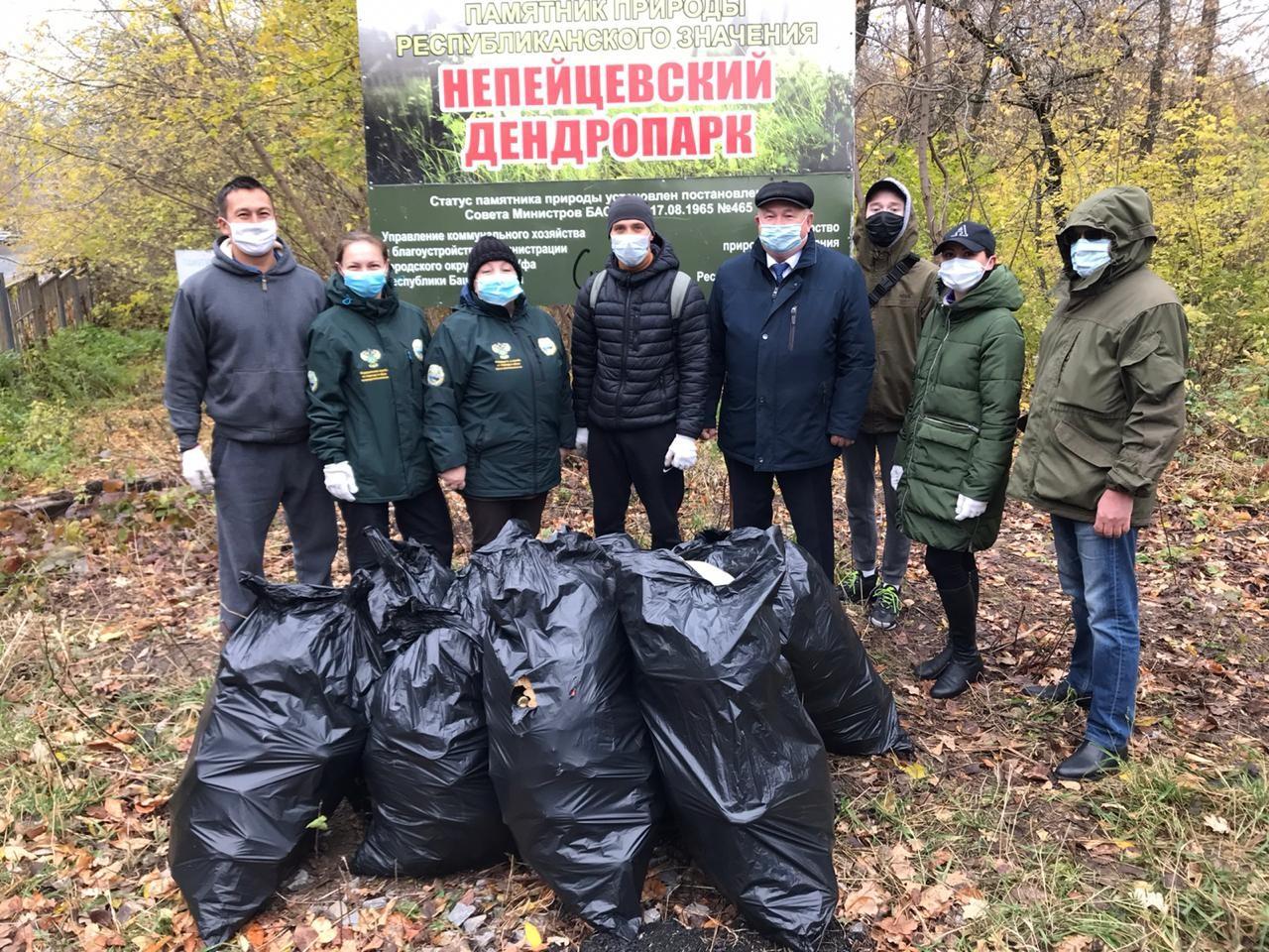 В Уфе активные жители вышли на экологические субботники