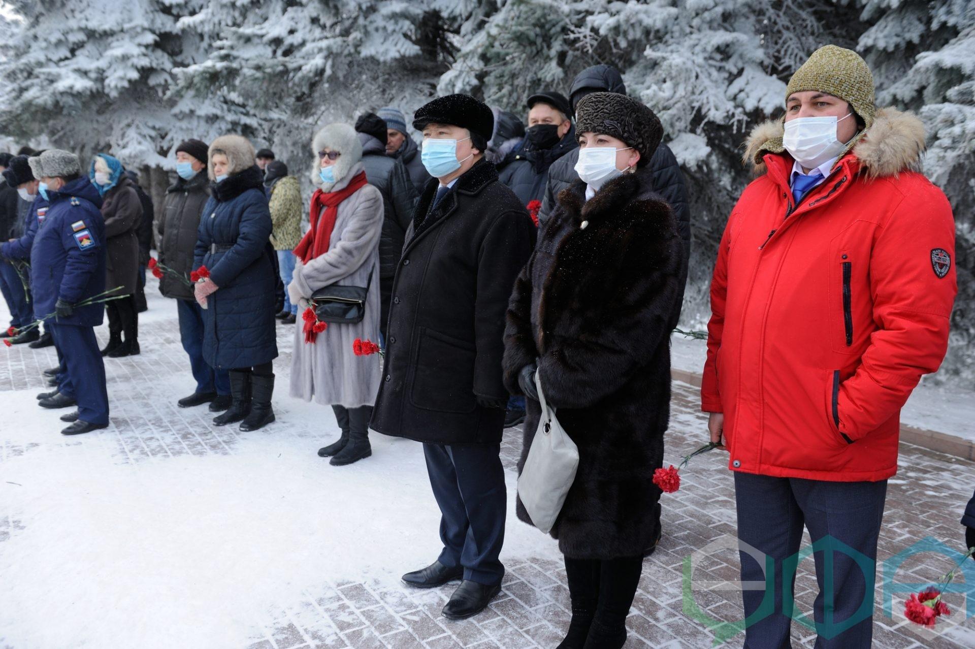 В День неизвестного солдата состоялось возложение цветов к Вечному огню в уфимском парке Победы