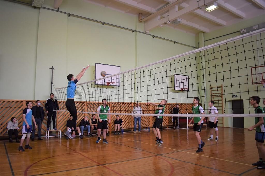 В Уфе дан старт районным этапам городского турнира по волейболу среди школьников памяти Ульфата Мустафина