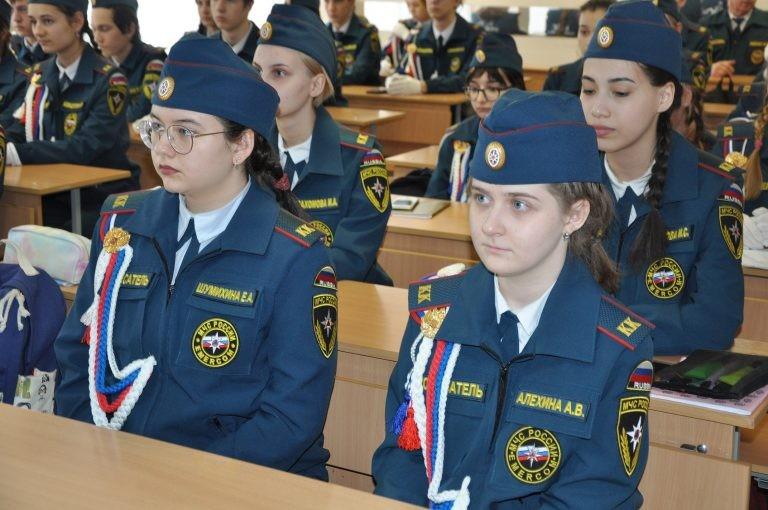 В Уфе кадетам вручили удостоверения «Юный спасатель»