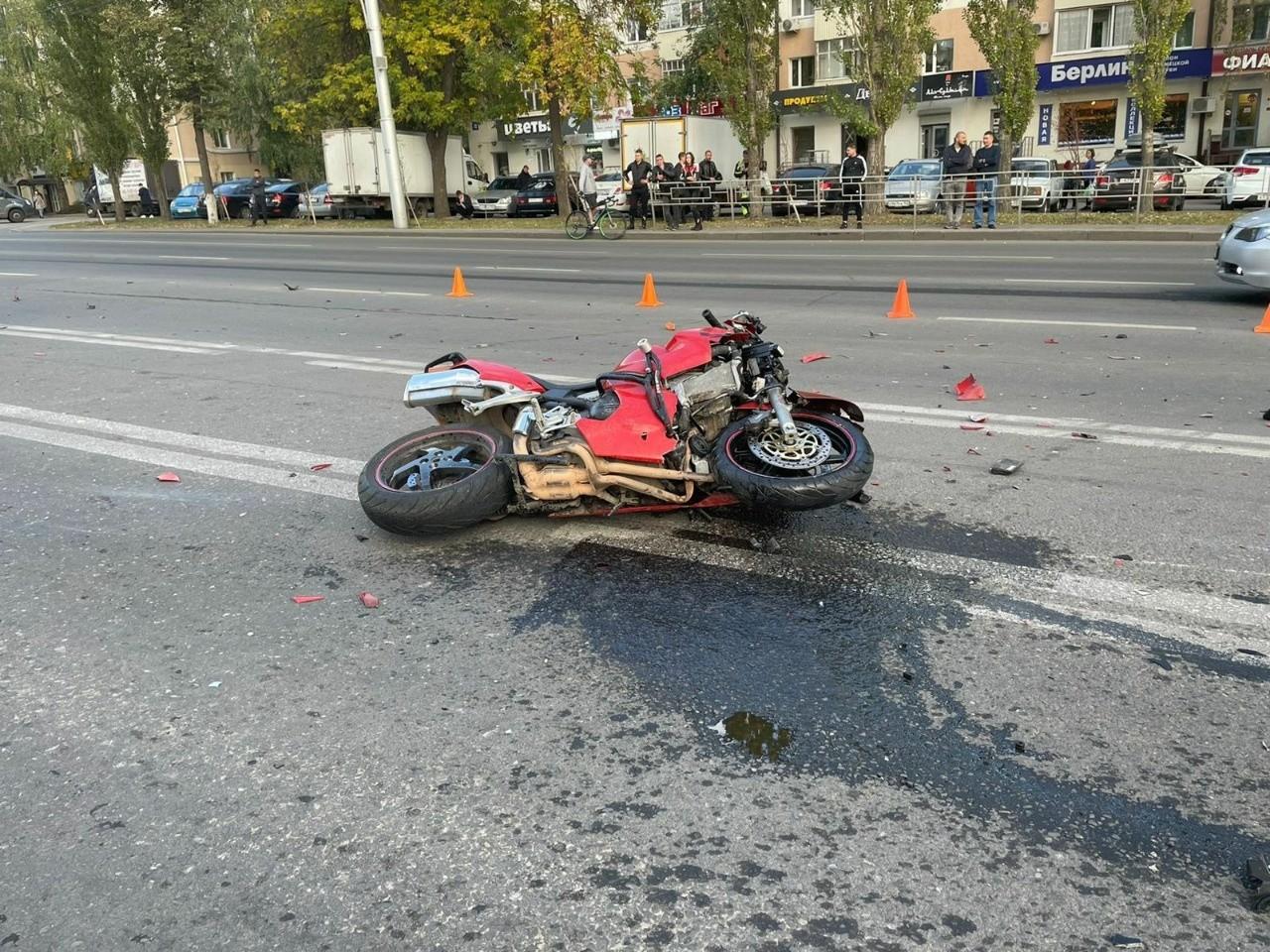 На проспекте Октября произошло ДТП, в котором погиб мотоциклист